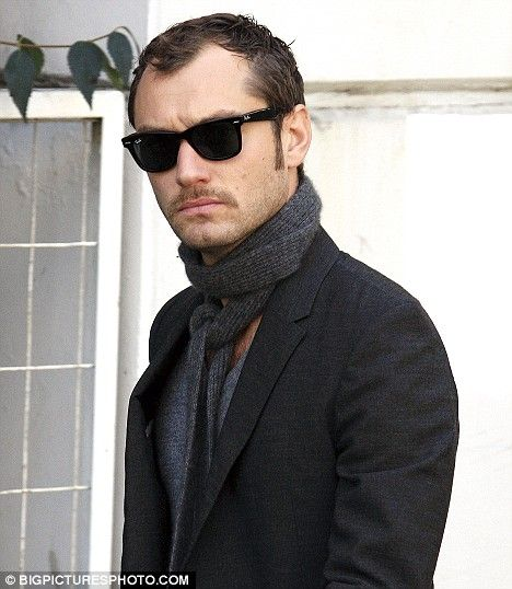 jude law hair style jude out and about sherlock jude hair 3374 | 3ea360edc8d5fa90982da4fafd675f82