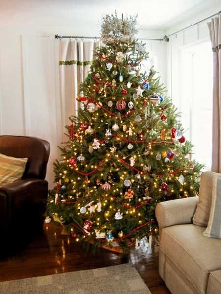 Modern Color Combinations and Ornaments for Christmas Tree Decorating in  Style