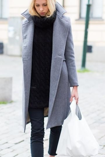 black oversized sweater, jeans, black pumps, grey peacoat