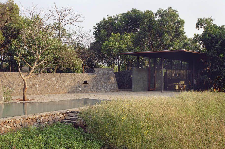 Belavali House_01_by studio Mumbai Architects.jpg