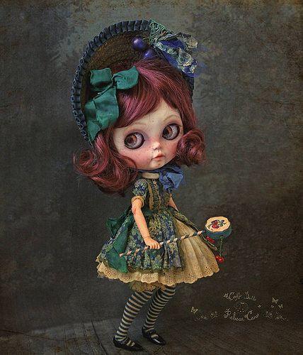 🍒 Cerise 🍒 #blythecustom #blythe #blythedoll #victorian #doll #art #artdoll #cherry #cherryblossom #drum #drummer #rebecacanodolls #rebecacano #cookiedolls | par Rebeca Cano ~ Cookie dolls