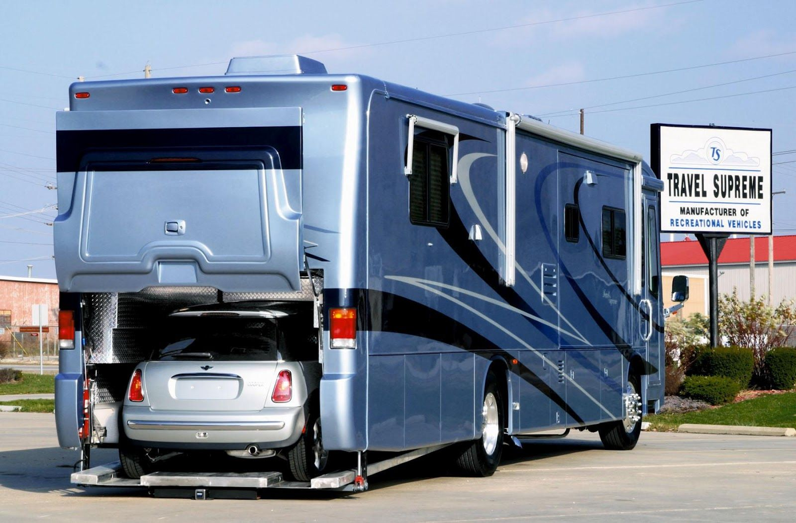 Luxury caravan with full size sports car garage from futuria - A Revolutionary Mid Engined Rv Platform That Allowed For A Car Garage Apparently It Is A Bit Of A Bugger To Service But Perhaps Good Rv For Rental