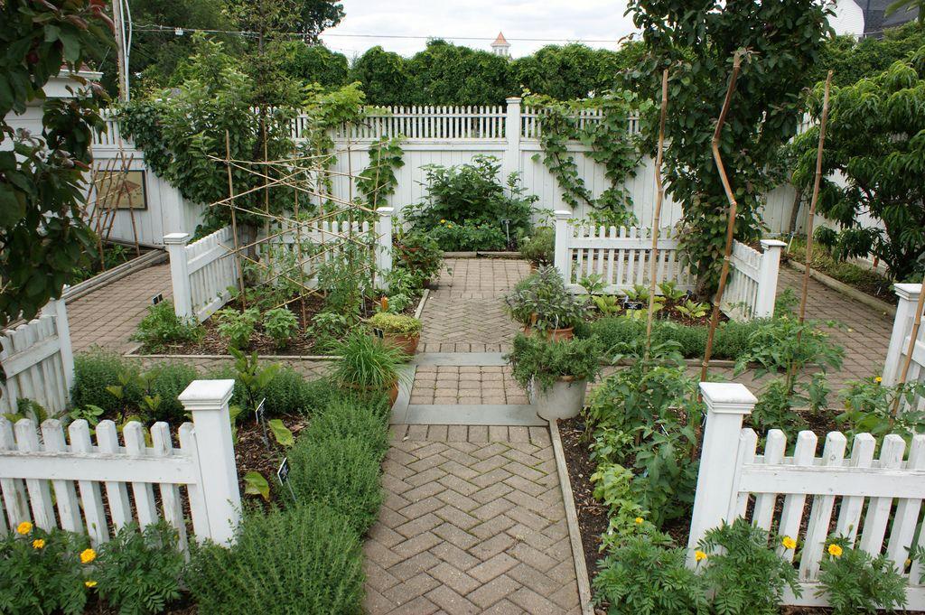 Formal herb vegetable garden by Ken Gercens Potager Kitchen