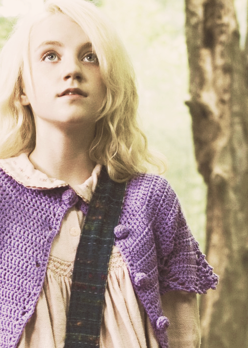 Then On Her Own And Looking So Dreamy That She Might Have Walked In By Accident Luna Lovegoo Harry Potter Luna Lovegood Luna Lovegood Harry Potter Cosplay