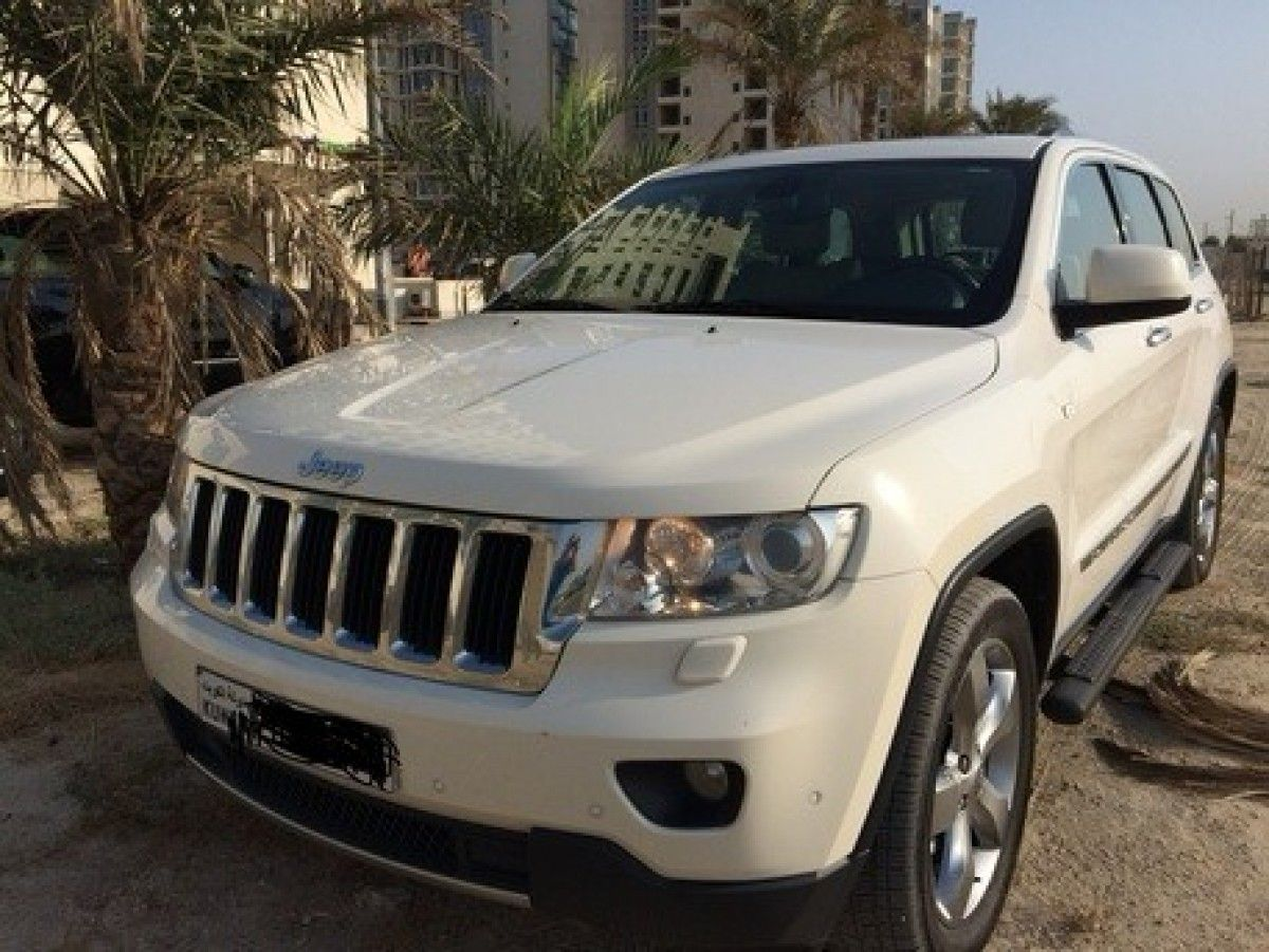 Jeep Grand Cherokee Ltd, 2012 in Cars on Kuwait