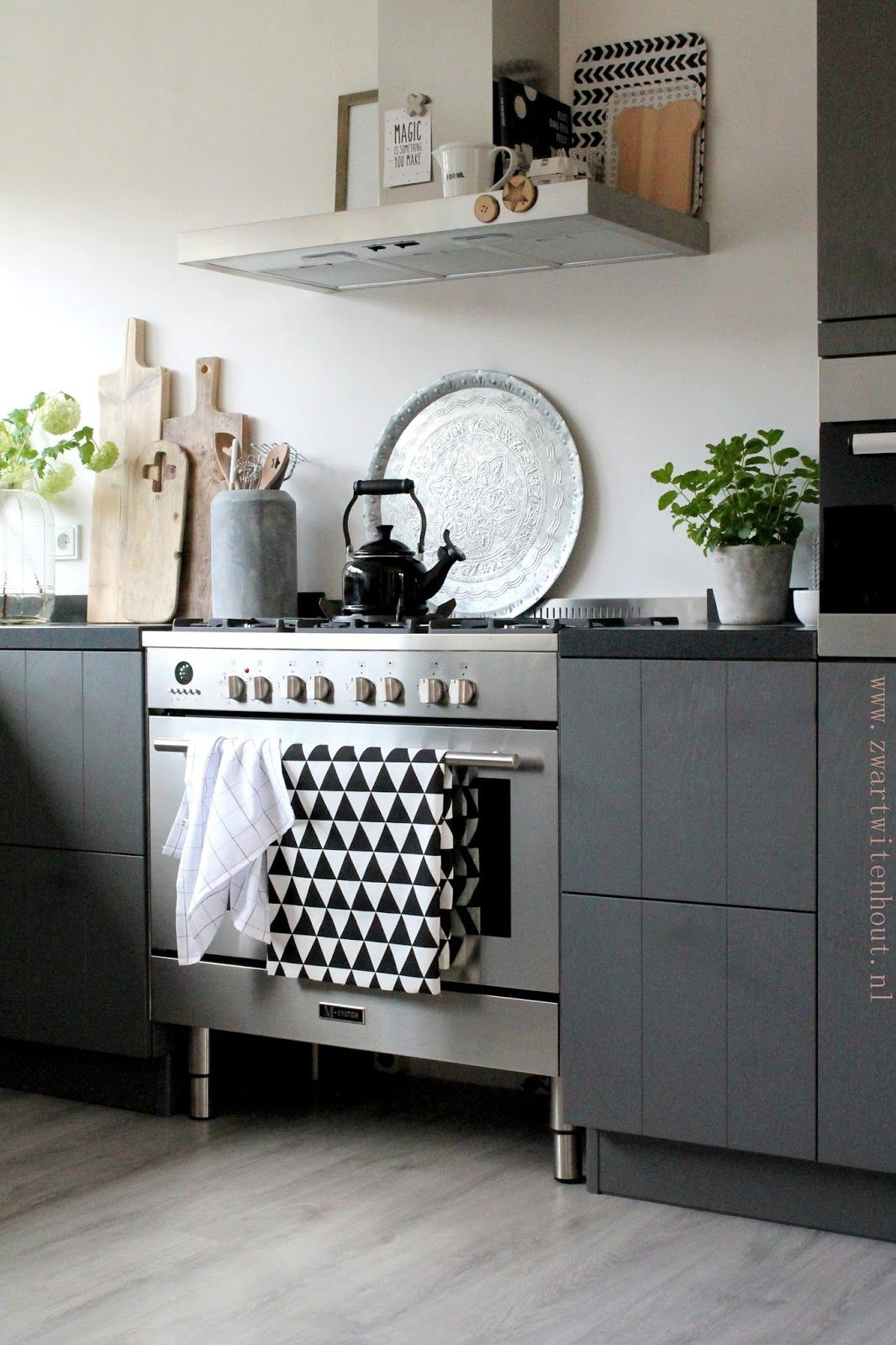 moderne scandinavische k che mit dunklen fronten scandinavian kitchen pinterest k che. Black Bedroom Furniture Sets. Home Design Ideas