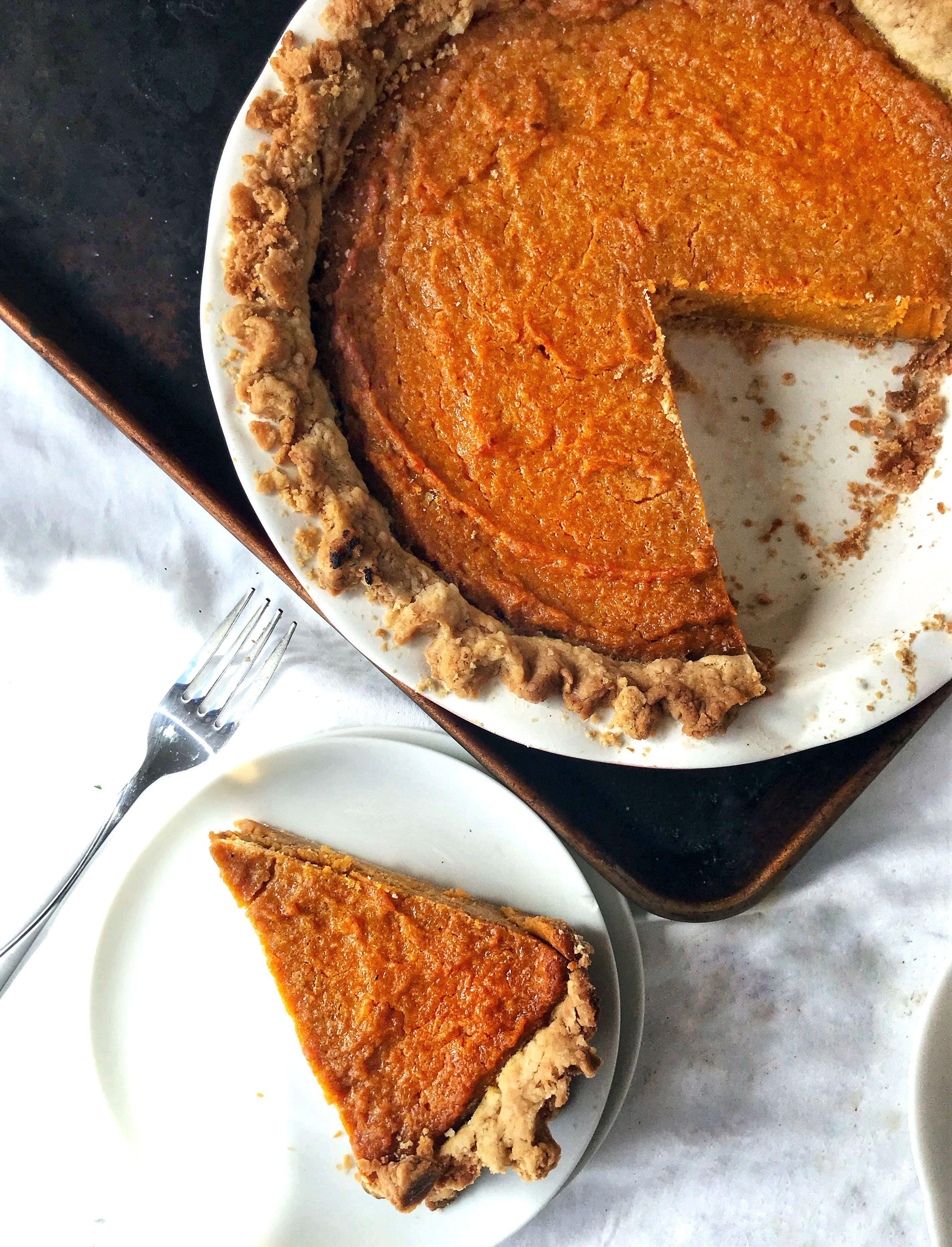 Southern Sweet Potato Pie Recipe | Sweet Tea & Thyme #sweetpotatopie