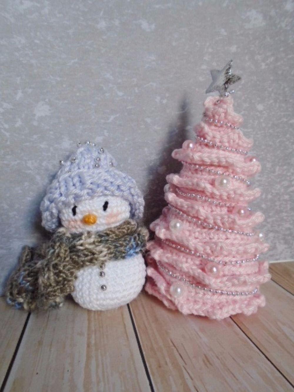 Bonhomme de neige au crochet   Deco hiver noël   Pinterest e9f54df4a7b