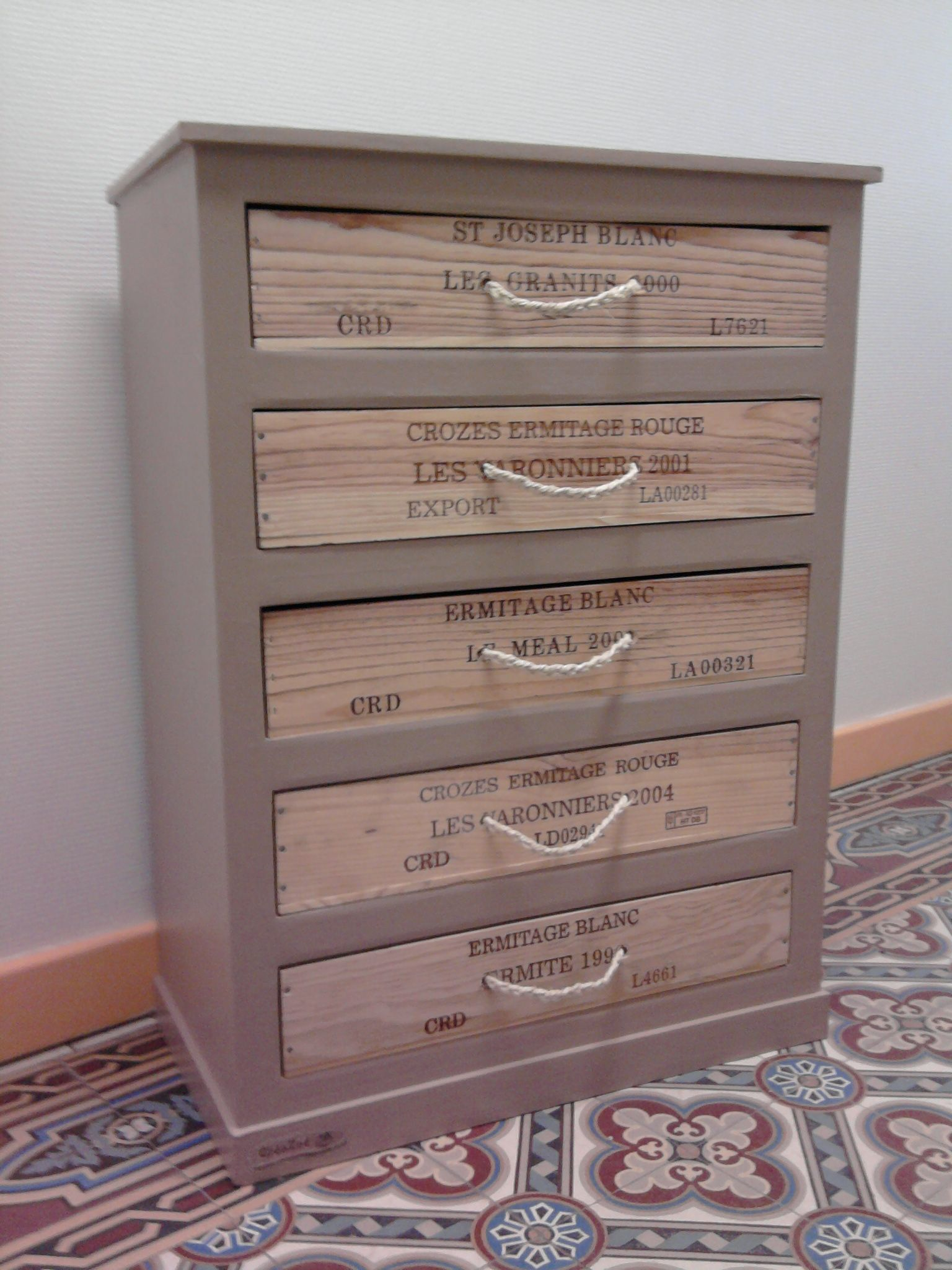 chiffonnier sidonie bricolage caisse caisse a vin et. Black Bedroom Furniture Sets. Home Design Ideas