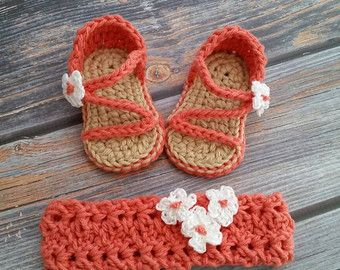 Handcrafted Shoes for Tiny Toes. von TinyCraftyToes