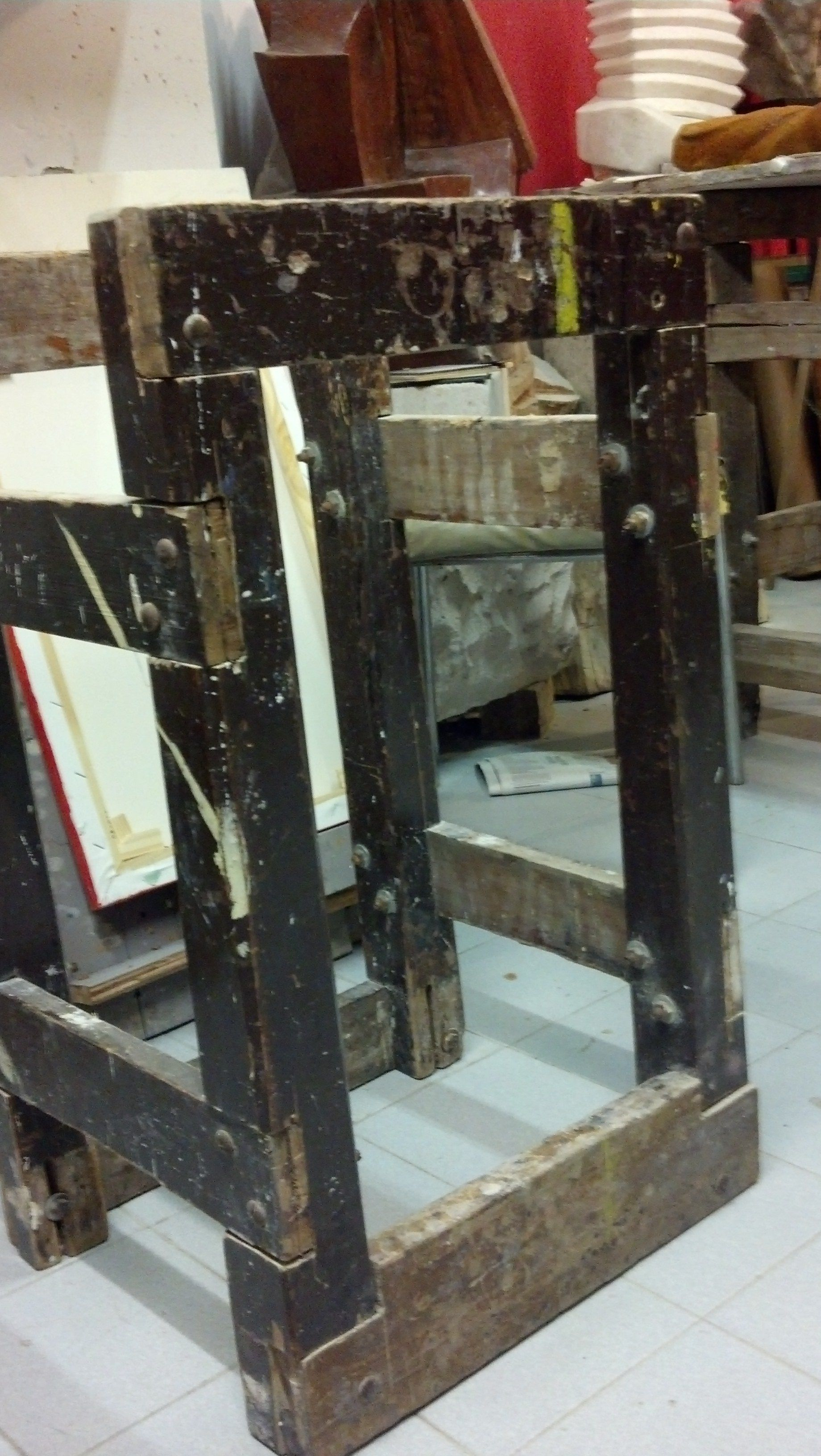 Banco de trabajo 76cm alto x 45cm de lado x 40 cm de ancho. Ideal para tallar madera y troncos