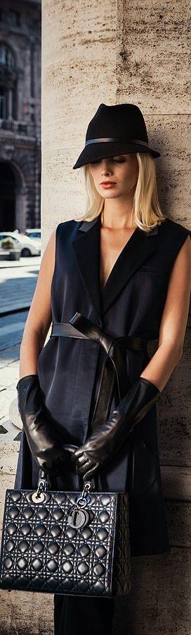 robe noire et chapeau @ http://www.zeusfactor.com