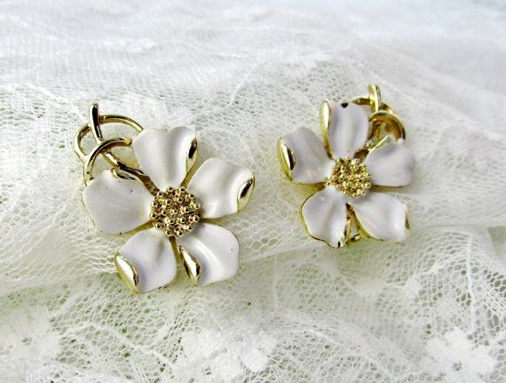 Vintage Emmons Earrings White Dogwood by SunburyVintageStore
