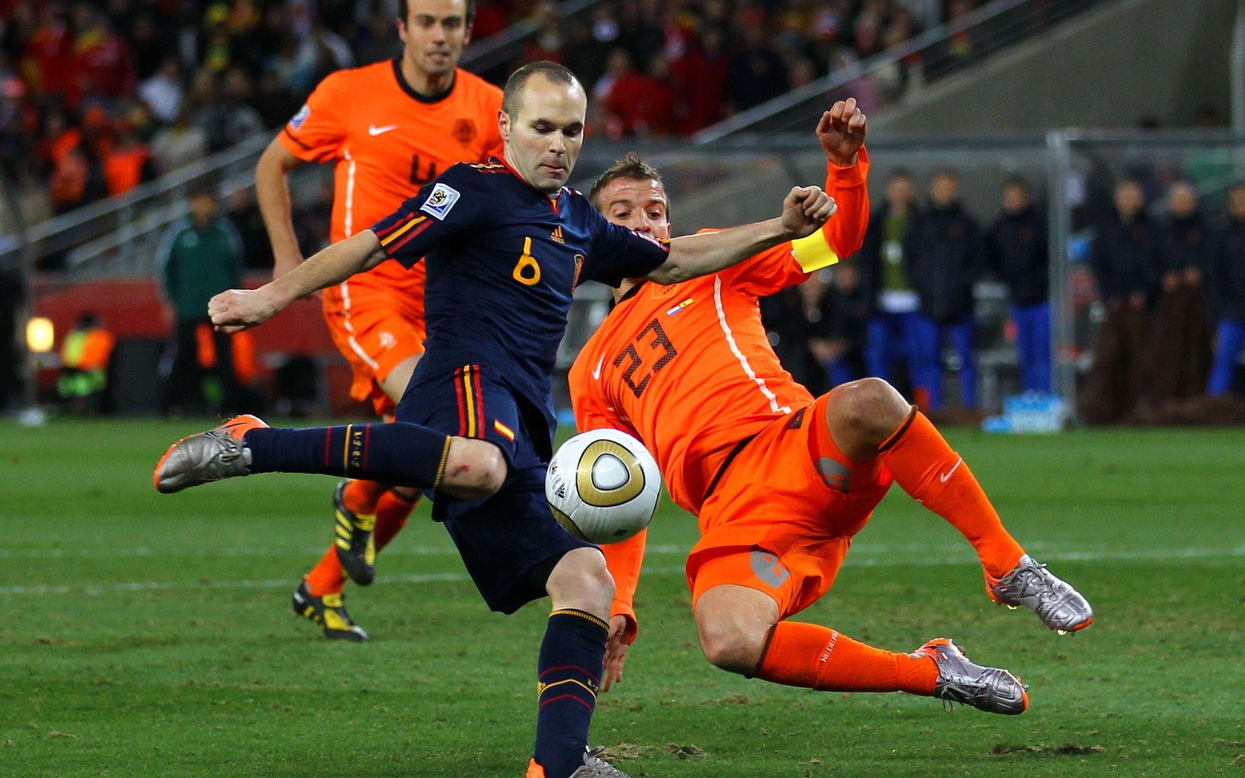Iniesta regala i Mondiali 2010 alla Spagna