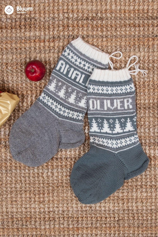 Photo of Bluum julestrømper med juletrær og valgfrie navn