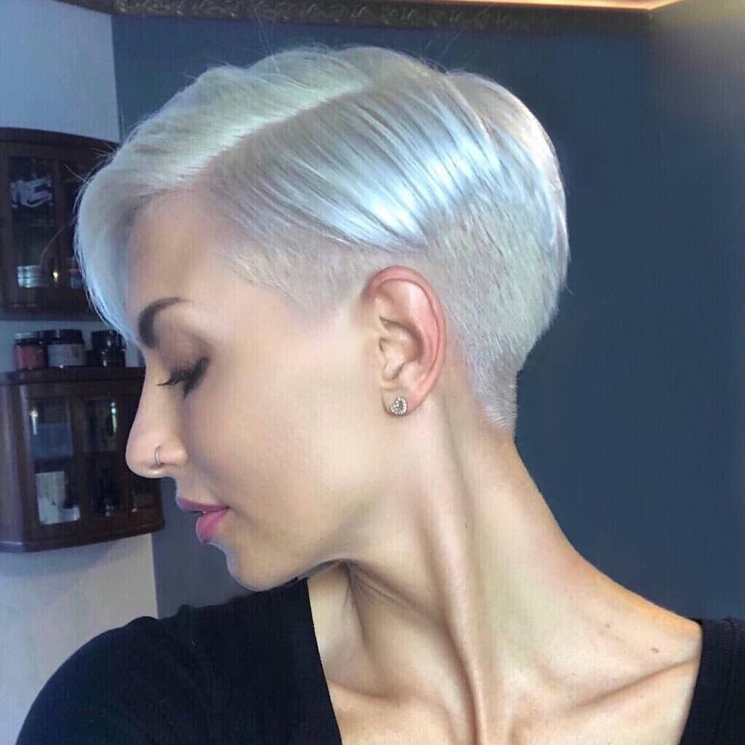 Popular short haircuts for women over with thick hair short