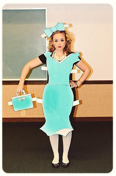 Easy DIY Halloween Costume, just need a bunch of cardboard and paint #déguisementsdhalloweenfaitsmain