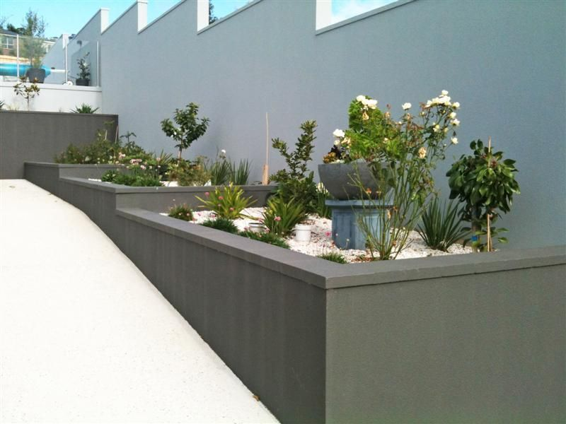 Cement Rendered Retaining Wall Wall Garden Diy Garden Projects Garden Wall