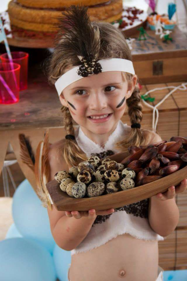 Festa Indio aniversário indígena decoração tribo aldeia Curumin NanaLu mesa de bolo  roupa traje Índia