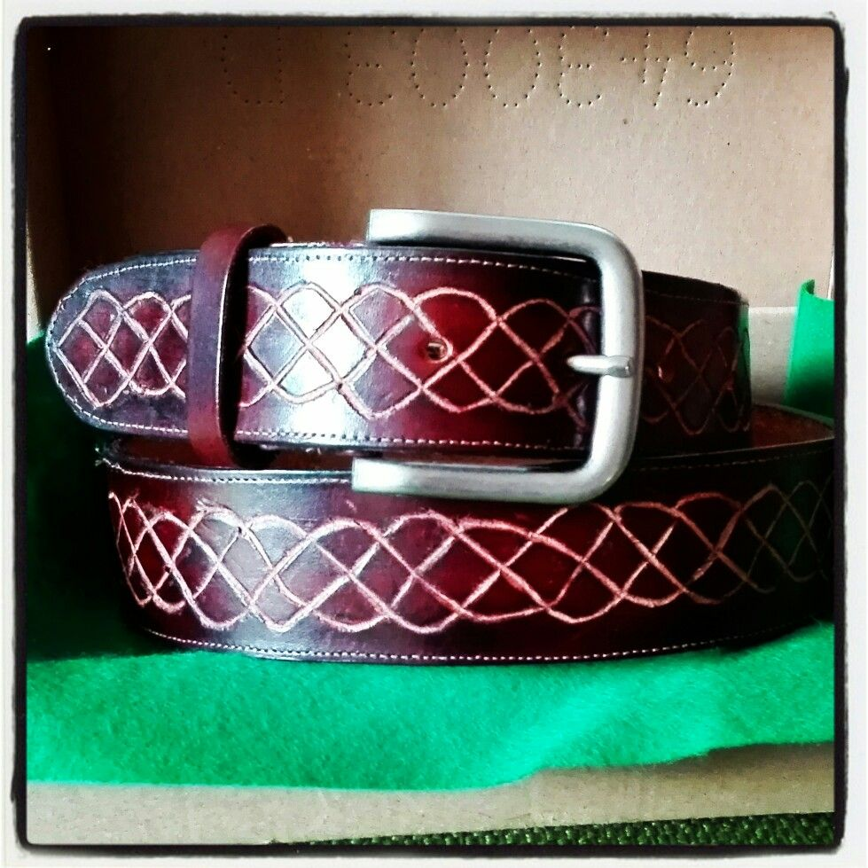Tooled belt in natural leather with celtic infinite knot