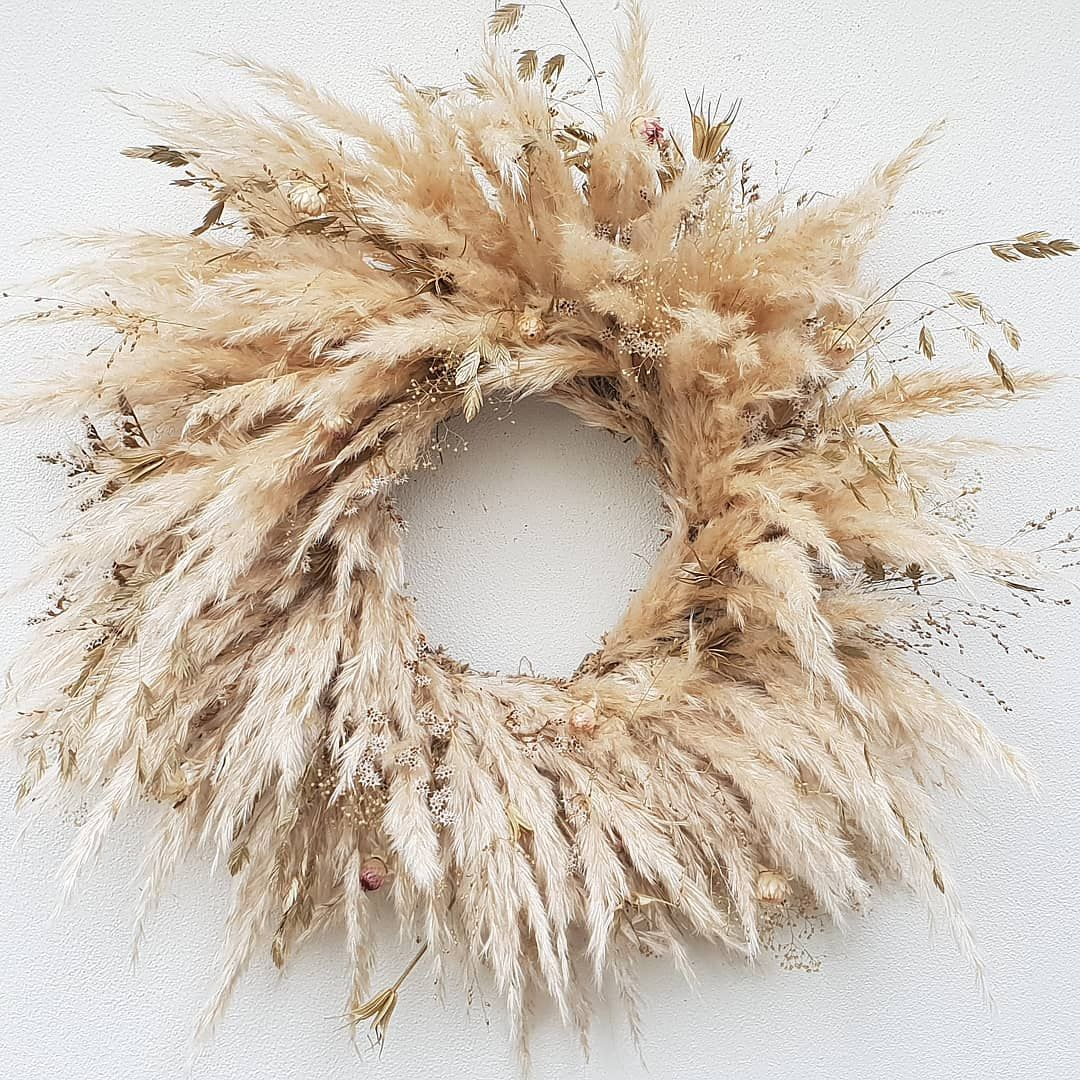 Pampas Grass: How To Decorate With The Interior Design Trend That's  Everywhere Right Now - Fashion To Follo… | Grass wreath, Dried flower  wreaths, Christmas wreaths