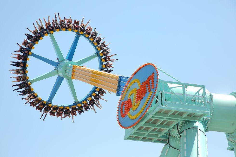 Crazanity World S Tallest Pendulum Ride Now Open At Six Flags Magic Mountain Six Flags Thrill Ride Pendulum