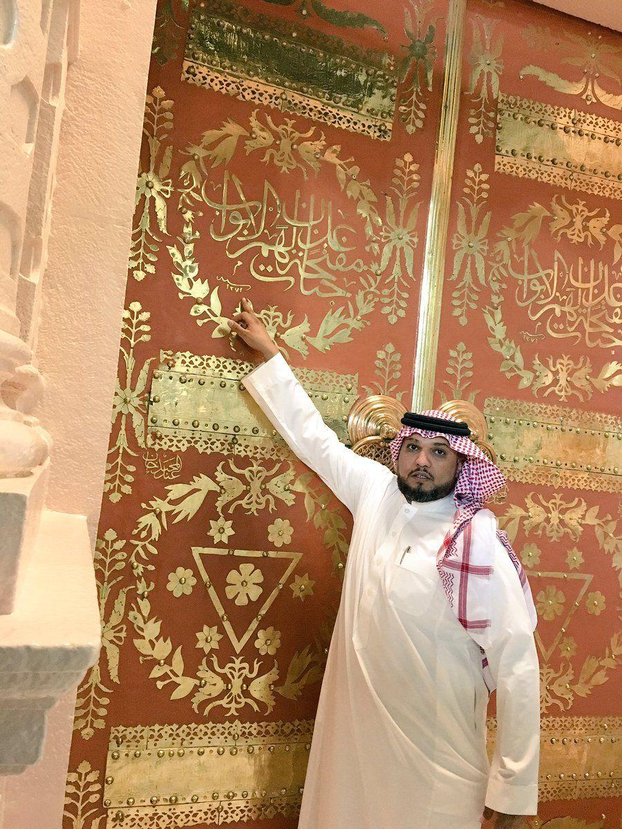بالمسجد النبوي باب جبريل هو الباب الذي كان يدخل منه الرسول صلى الله عليه وسلم للصلاة بالمسجد النبوي و قد سمي هذا الباب باسم باب جبريل لان سيدنا جبريل جاء على