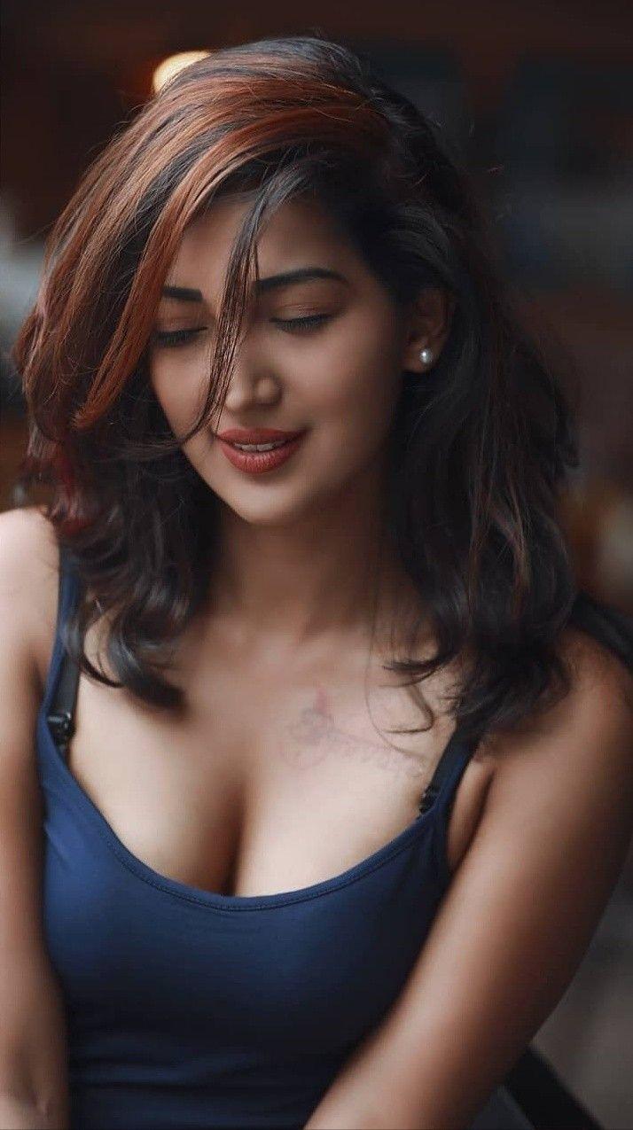 Malaysian girl Fisha boobs flashing self photos leaked