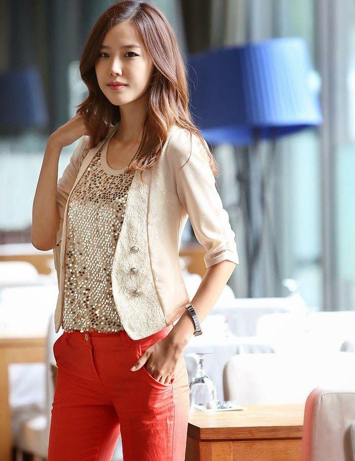 El blazer es una pieza ideal que complementara cualquier atuendo que te pongas. Esto lo saben muy bien las mujeres surcoreanas que combi...