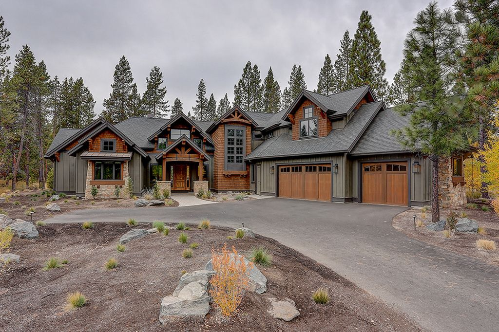 Craftsman Style House Plan - 4 Beds 5.5 Baths 4412 Sq/Ft Plan #892-28 - Eplans.com #craftsmanstylehomes