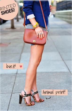 Look // Blazer Azul Marinho // Bolsa Pequena // Short Jeans // Trabalho // Casual // Salto Print Oncinha // Linda!