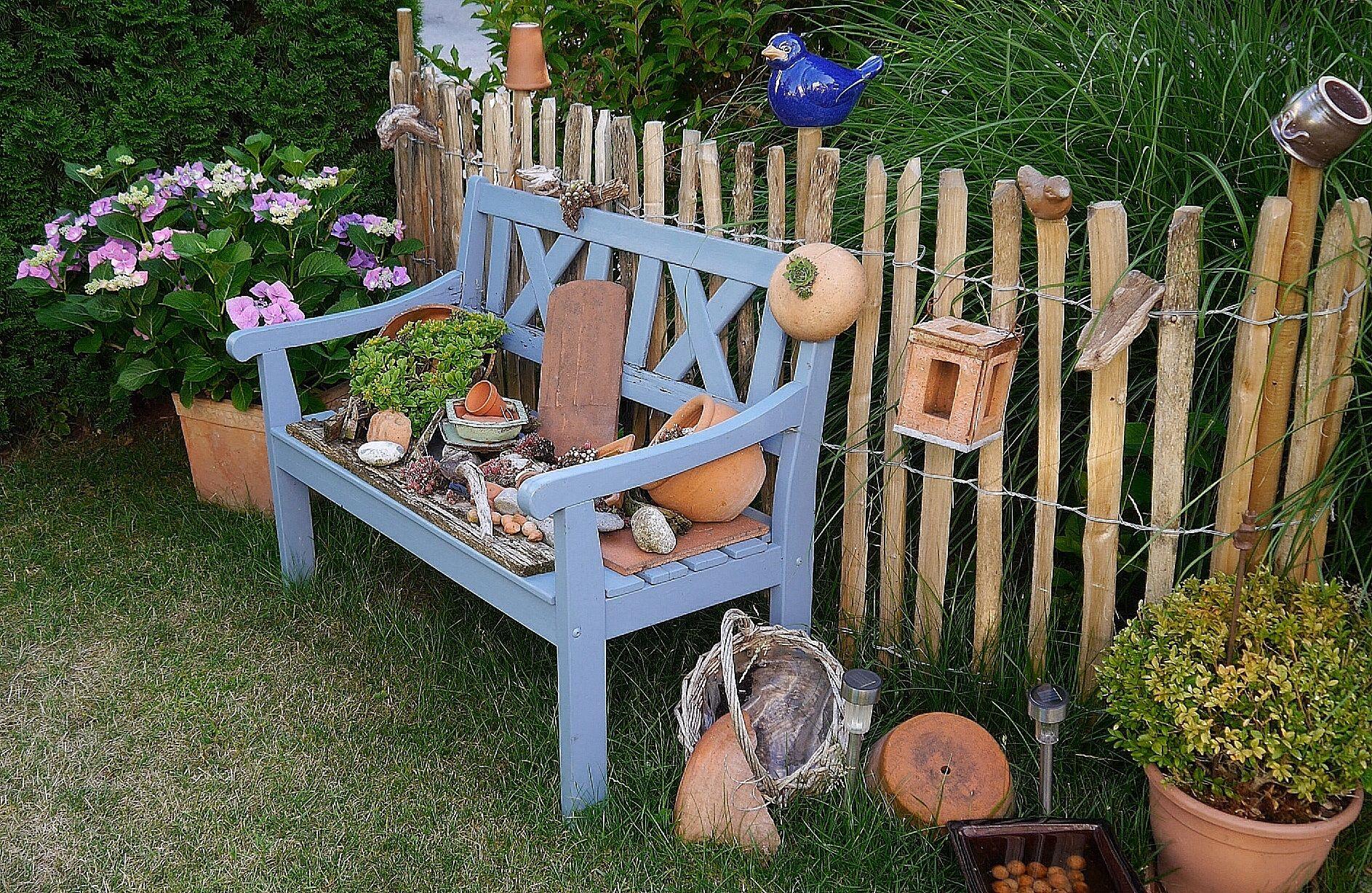 blaue Bank am Staketenzaun Garten Pinterest