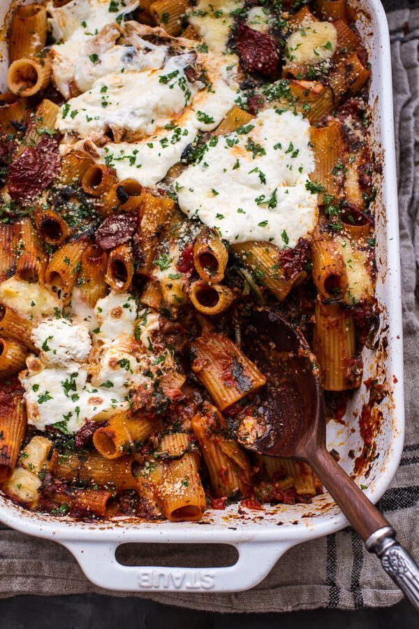 One-Pan Four Cheese Sun-Dried Tomato and Spinach Drunken Pasta Bake   HBH - -