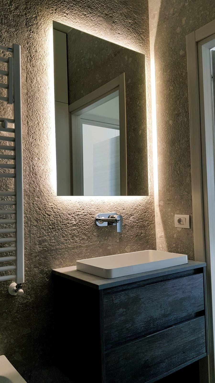 Specchio Retroilluminato Lavoromanzoni In 2020 Bathroom Lighting