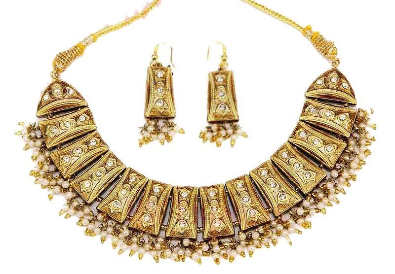 Beautiful Indian fashion jewellery necklace and earrings from