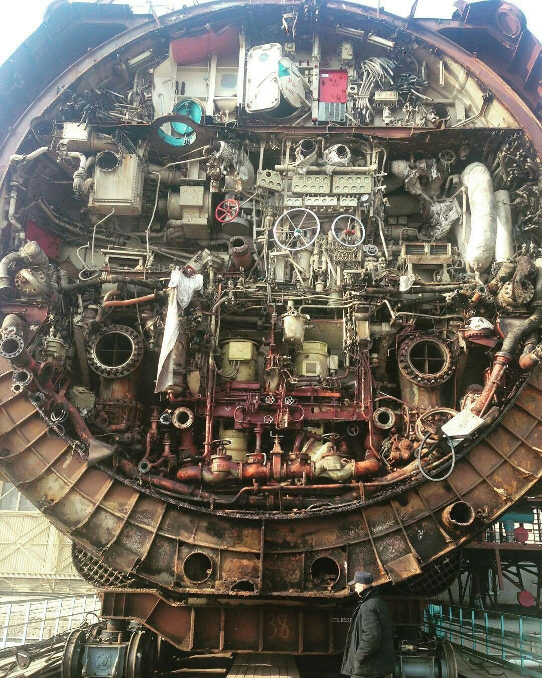 Aircraft Carrier Engine Room: Pin By Ben Paschke On Roboto