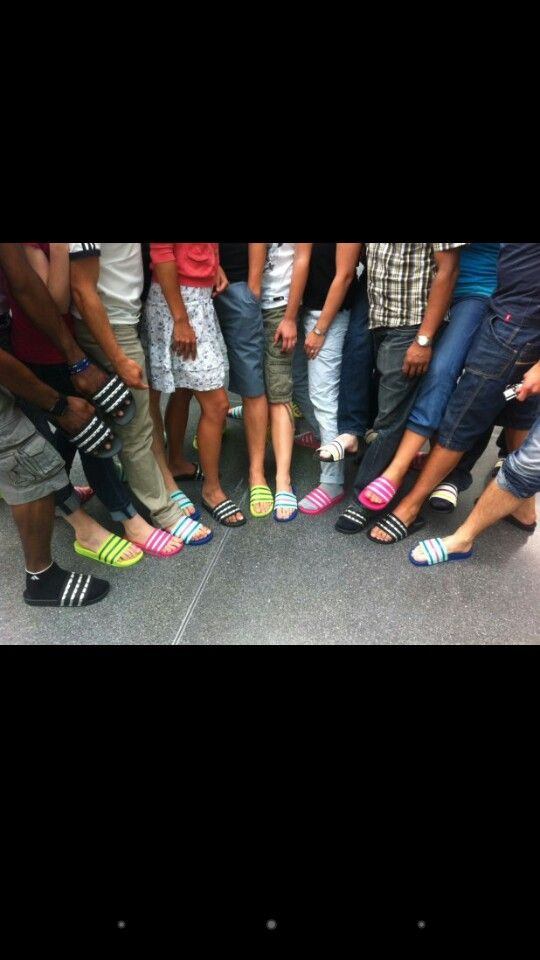 newest 16ea0 e18d6 Adilette colors. Encuentra este Pin y muchos más en Adidas ...