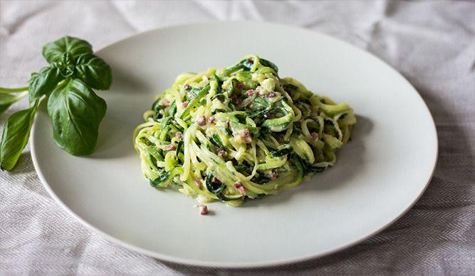 ▶▶▶ Gesund essen heißt nicht immer verzichten. Dieses Rezept ist in kürzester Zeit zubereitet, schmeckt unglaublich gut und versorgt Dich mit allen wichtigen Nährstoffen.  Für das Rezept auf den Link klicken: http://primal-state.de/zucchini-spaghetti-alla-carbonara/?utm_campaign=coschedule&utm_source=pinterest&utm_medium=Primal&utm_content=Zucchini%20Spaghetti%20alla%20Carbonara