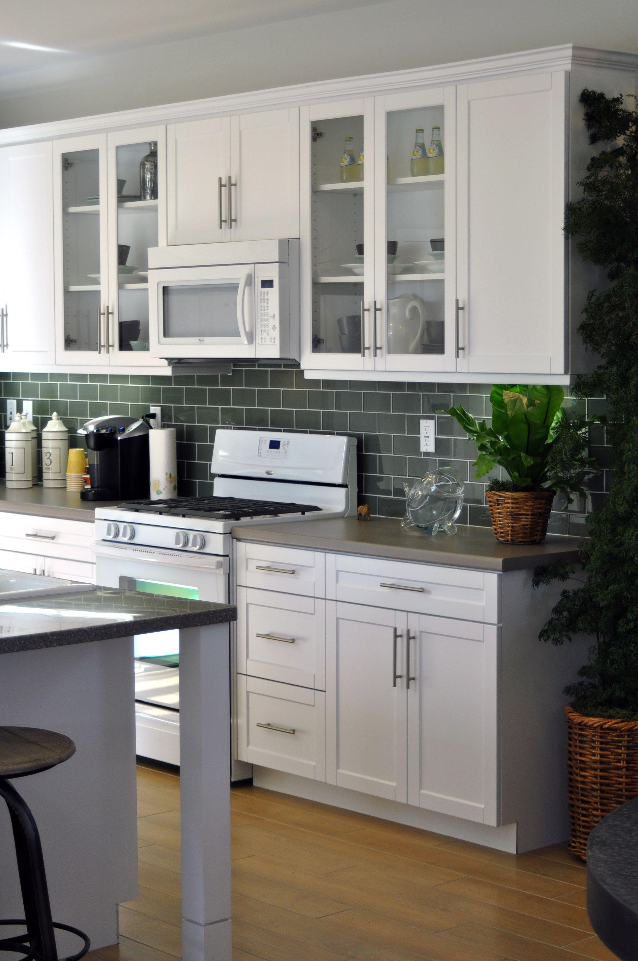 white shaker kitchen | Shaker Style Cabinets For Kitchen Design: Cool White Wooden Kitchen ...