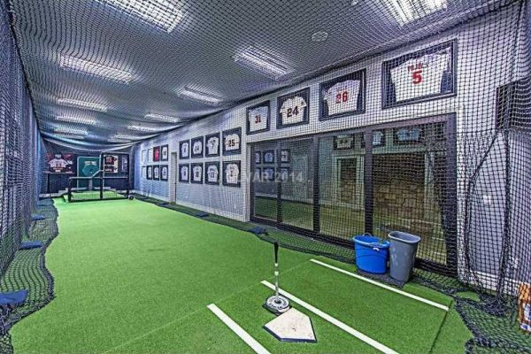 Aaron rowand lists enormous las vegas manse for 6 4m for Las vegas homes with basements