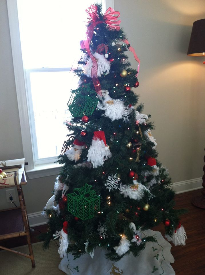 Model home Christmas tree