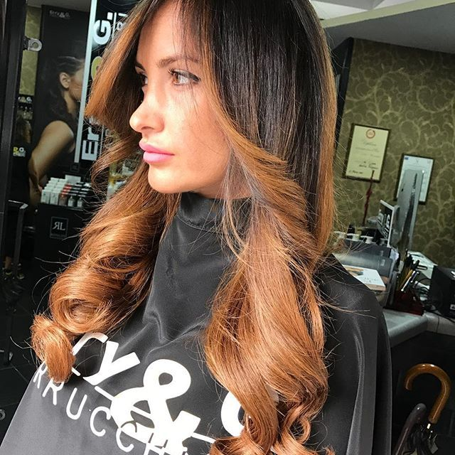 Extension Più Sfumature Meravigliose ....By Erry e G❤️...X il Gusto Di Indossare Qualcosa Di Originale...!!! . #hair #salone #nola #napoli #roma #milano #erryegparrucchieri#salerno #sorrento #amalfi #arzano #casandrino #portici #pozzuoli #love #instadaily #instagood #follow #avellino #iphonesia #igers #girl #beautiful #igdaily #Shatush #Extension #Amore #Passione #calabria #bari #beautiful