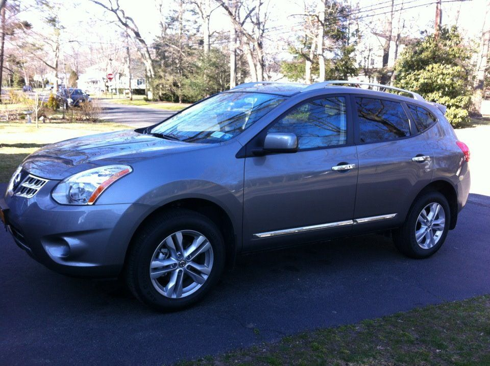 Nissan Rogue Silver Possible Choice For A Mom Vehicle Nissan Rogue Nissan Mini Van