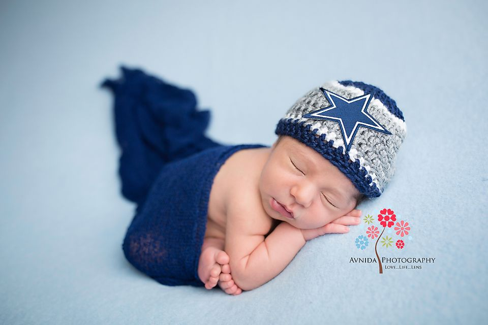 How to get a taco pose for newborn photography by avnida photography the finest nj newborn photographer