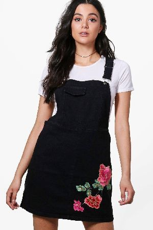 Boohoo Rose Embroidered Denim Pinafore Dress Cheap Fast Delivery 27yTBw2Z