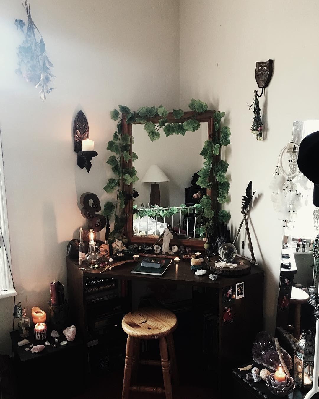 Wiccan Themed Bedroom | Psoriasisguru.com