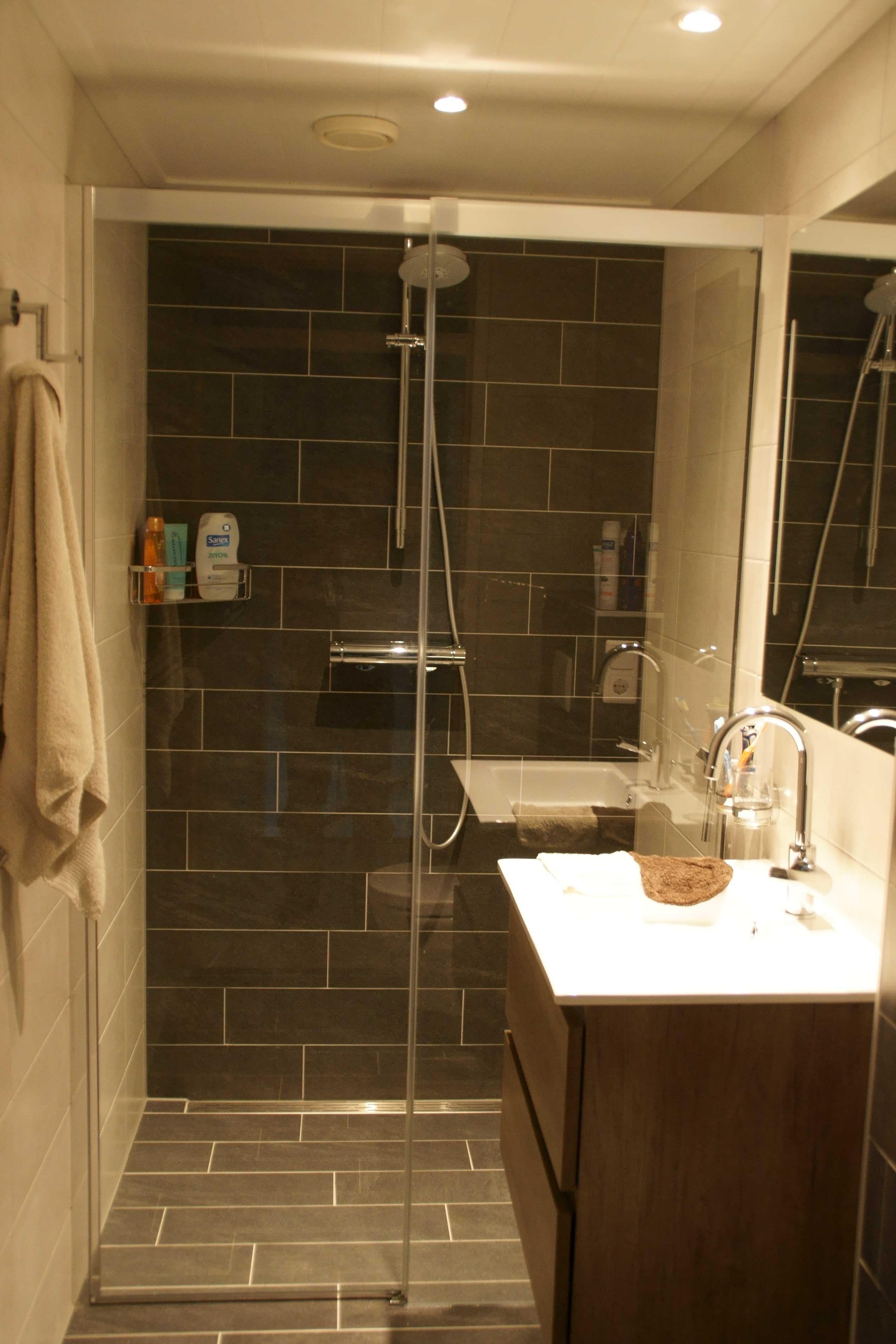 Luxe douche schuifdeur: deze douchecabine kunnen wij op maat laten ...