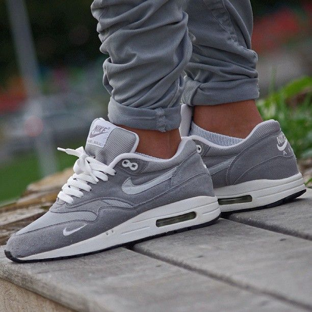 separation shoes 8e001 e5030 Great pair of Air Max 1 s  Nicely designed with a nice deep grey colour.  Trousers go well with kicks too.