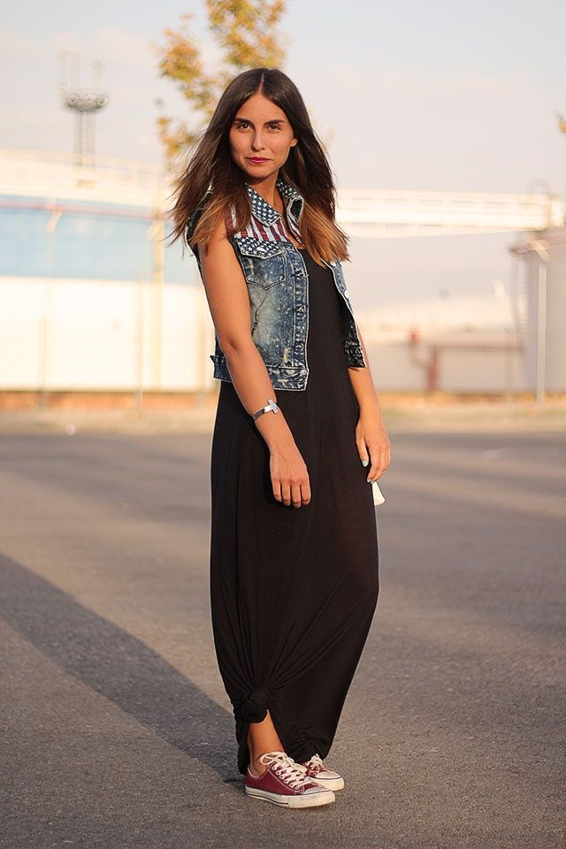 618a112ca7854 street style maxi dress outfit How to Wear Converse Sneakers and Look Chic
