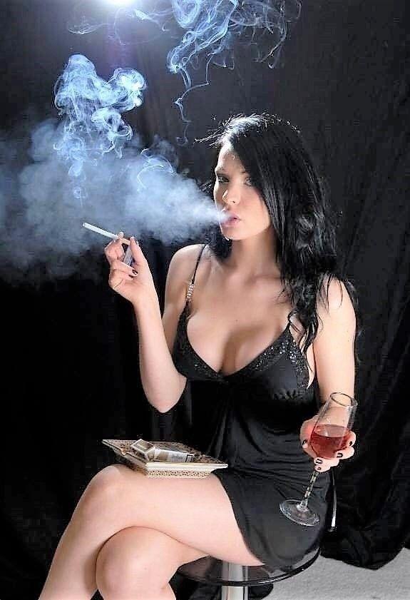 chicks-smoking-black-cigarettes